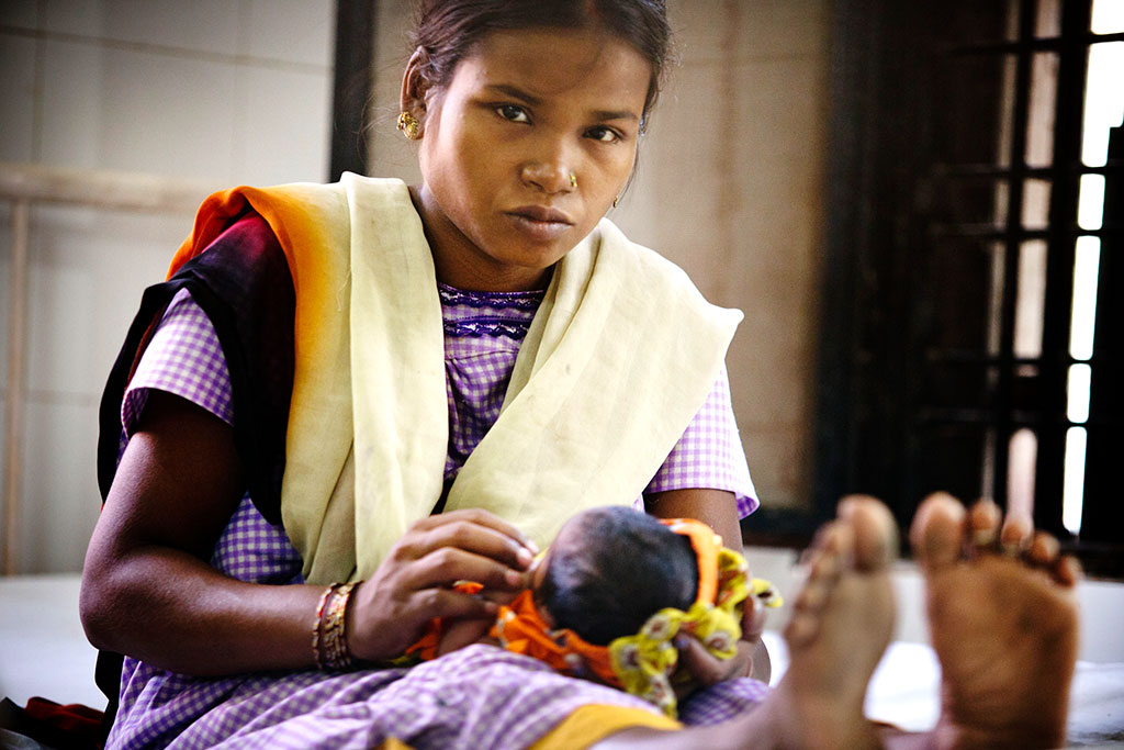 Mother and newborn at a hospital in Allahabad, India