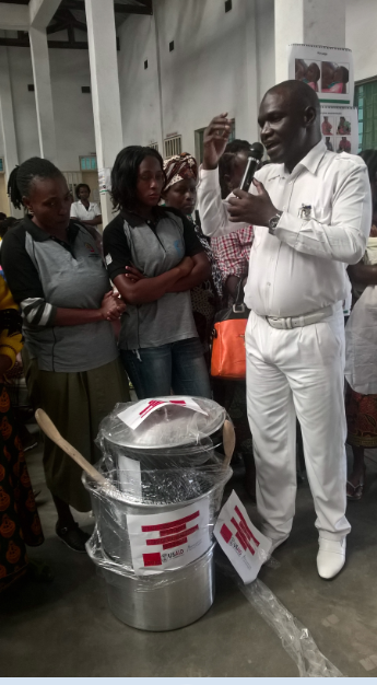 Sofala´s Provincial Health Director, Dr. Chico Farnela Sande, receives culinary demonstration kits delivered by MCSP in Munhava, Beira City