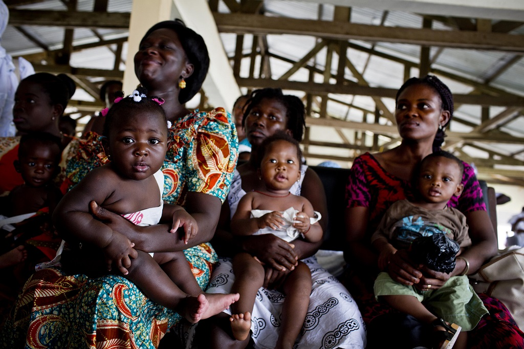 Mothers and children in Ghana