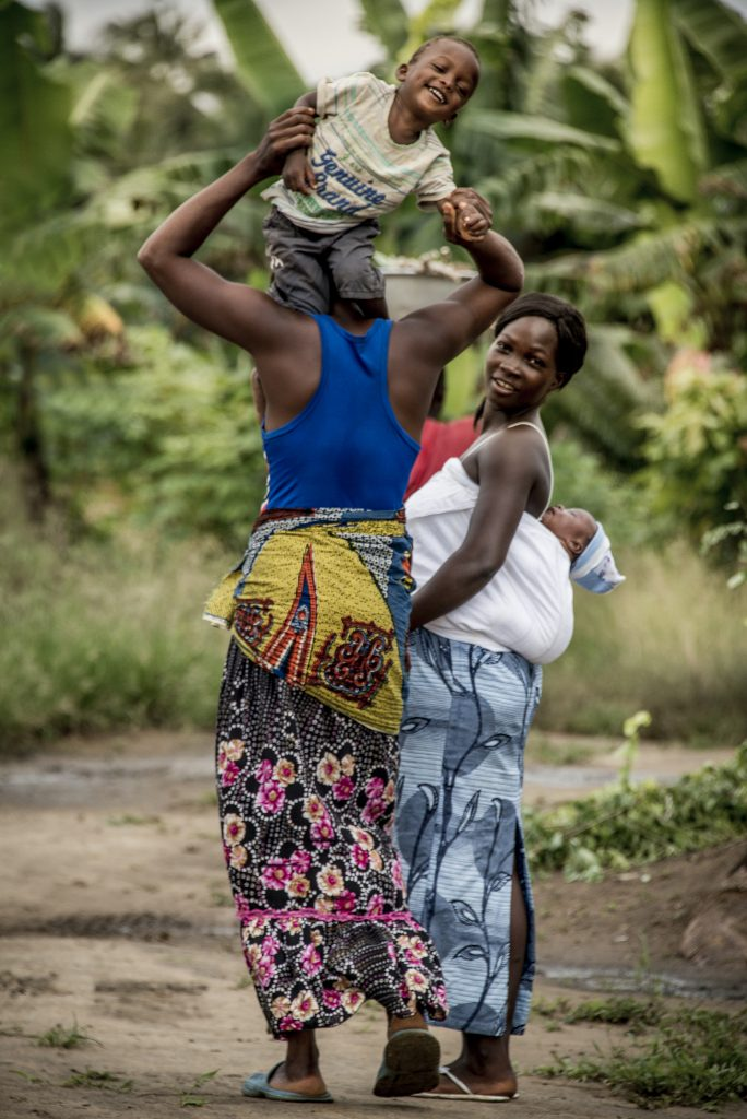 Women with their children in Ghana.