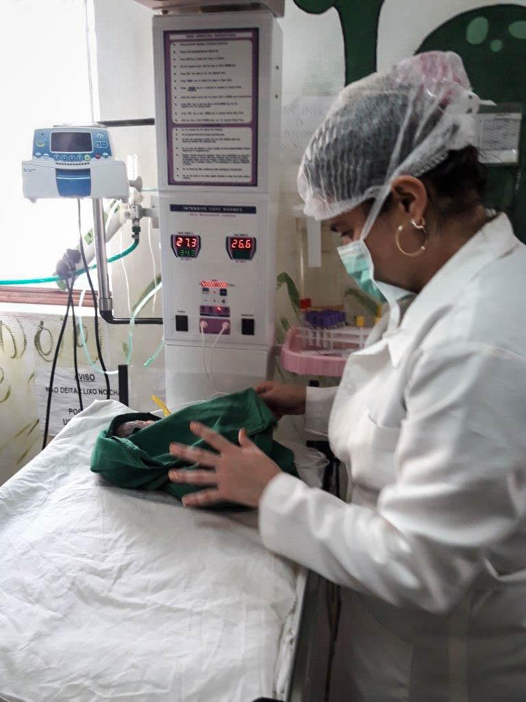 Pediatrician Dr. Ana Cobreiro providing newborn care to Manuel's baby.