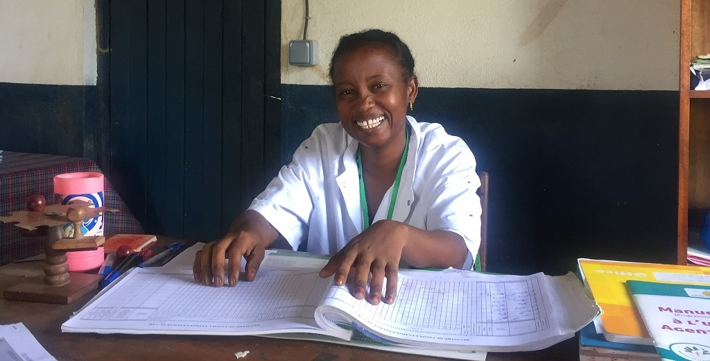 Dr. Lucie Famamesamtsoa with the immunization register