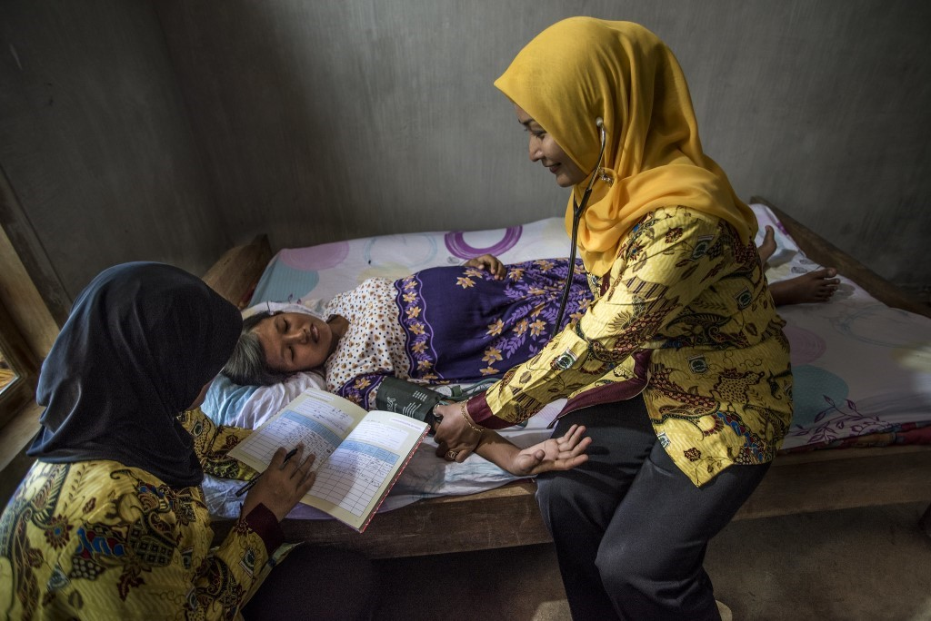 A nurse in Indonesia takes the blood pressure of a pregnant woman with suspected pre-eclampsia.